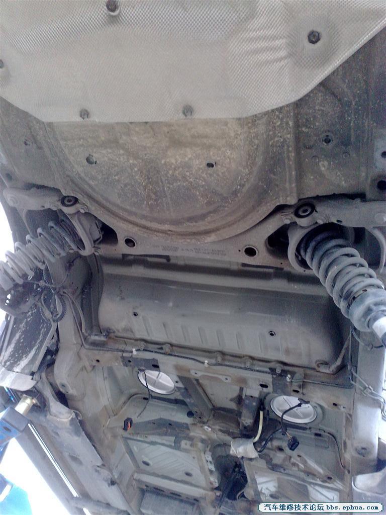 拆奥迪q7油箱过程高清图片
